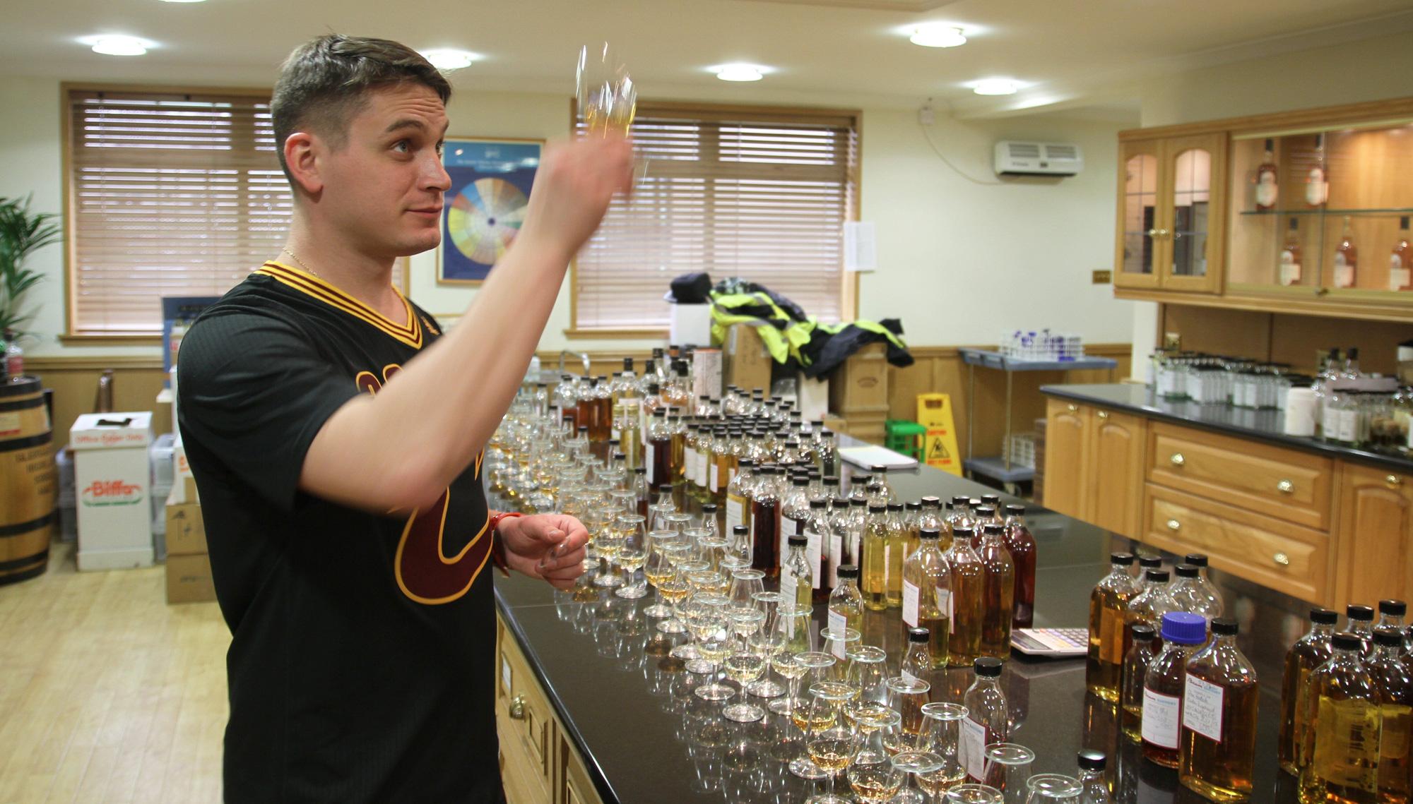 Никита Курочкин в лаборатории Auchentoshan