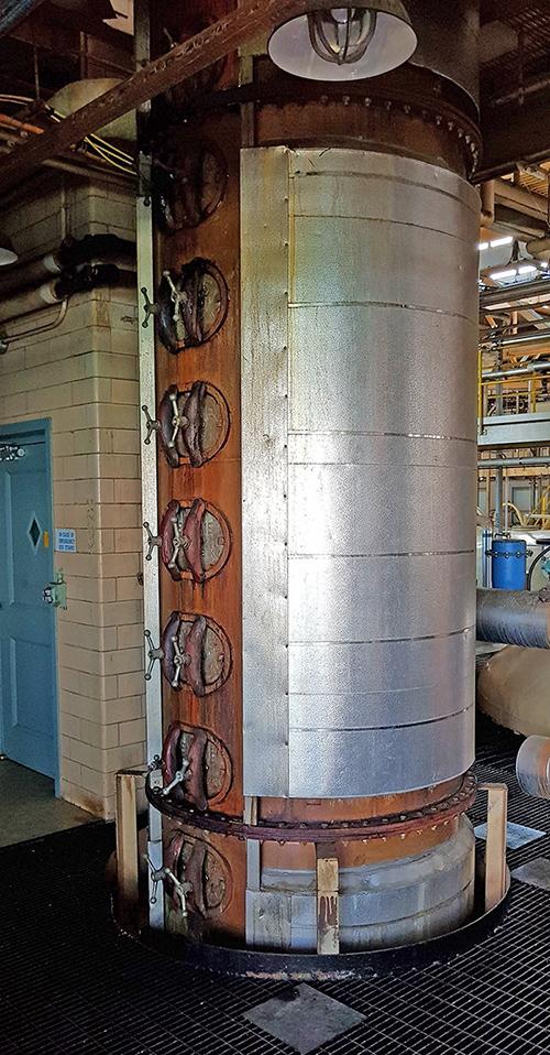 Самый большой в Северной Америке завод Hiram Walker в Windsor, Канада